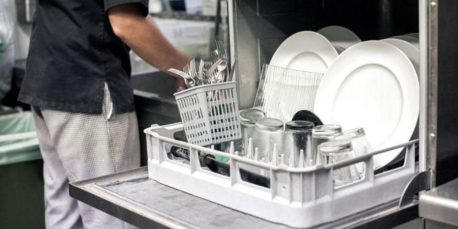 5 Features to Look for When Buying a Commercial Dishwasher