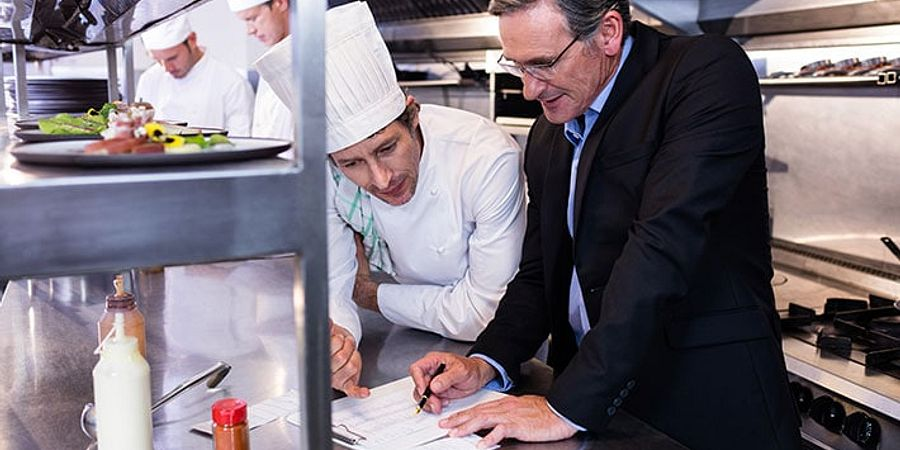 5 Tips for Leading a Restaurant Staff