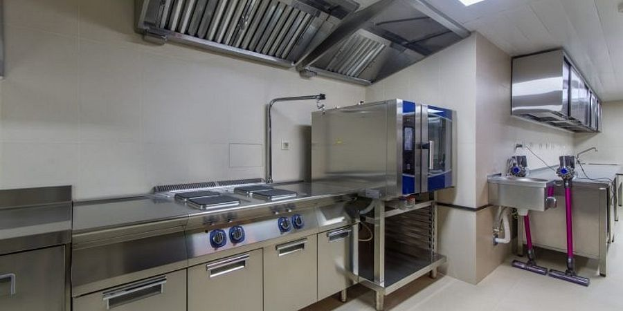 A Guide to Choosing the Best Kitchen Degreaser For a Commercial Kitchen