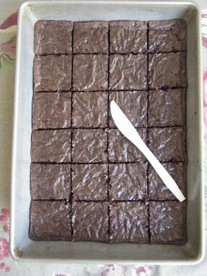 Hack #67: Use a plastic knife to cut brownies for no stick