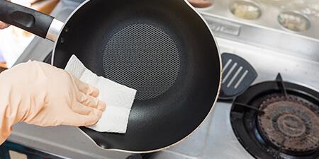 Cleaning Non-Stick Pots & Pans
