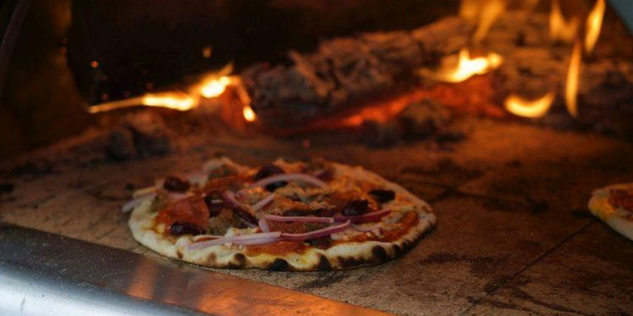 What to Look for in a Commercial Pizza Oven For Your Restaurant